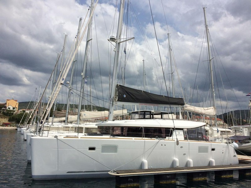 Beneteau Lagoon 450 luxury