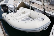 Beneteau Lagoon 450 luxury.