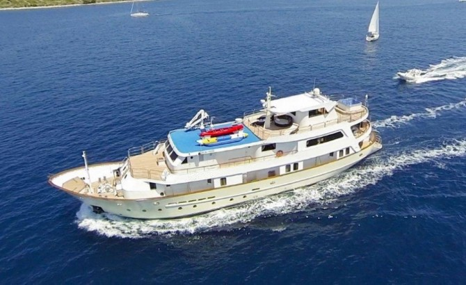 Luxury Yacht Cruiser carter Croatia
